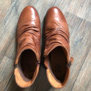 Miz Mooz Layla size 11 leather ankle boots.
